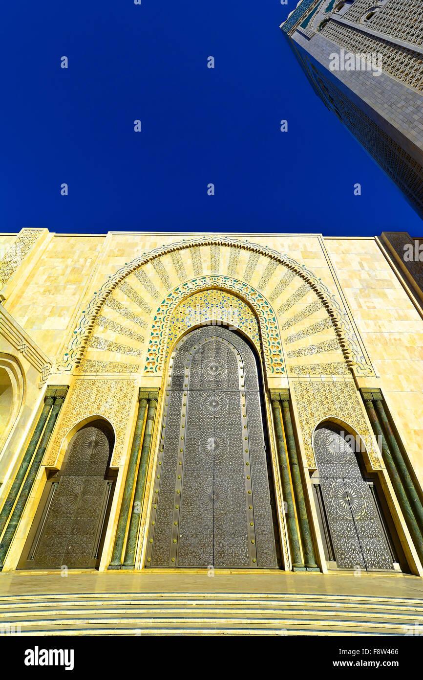 Casablanca Marocco Moschea Hassan II porta esterna dettaglio e la torre Immagini Stock