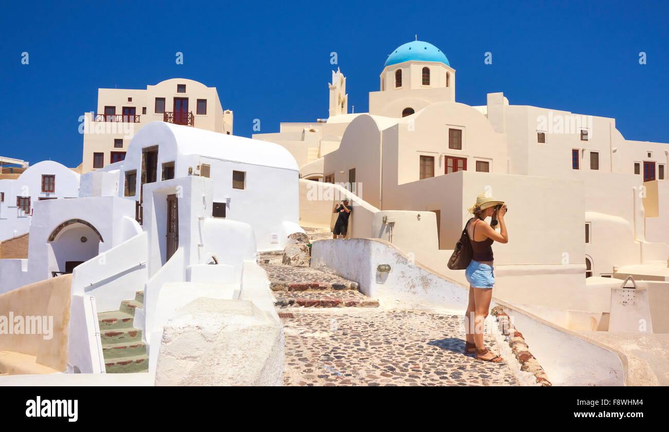 Della caldera di Santorini, Grecia - tourist prende le immagini di Oia Houses, Cicladi, Grecia Immagini Stock