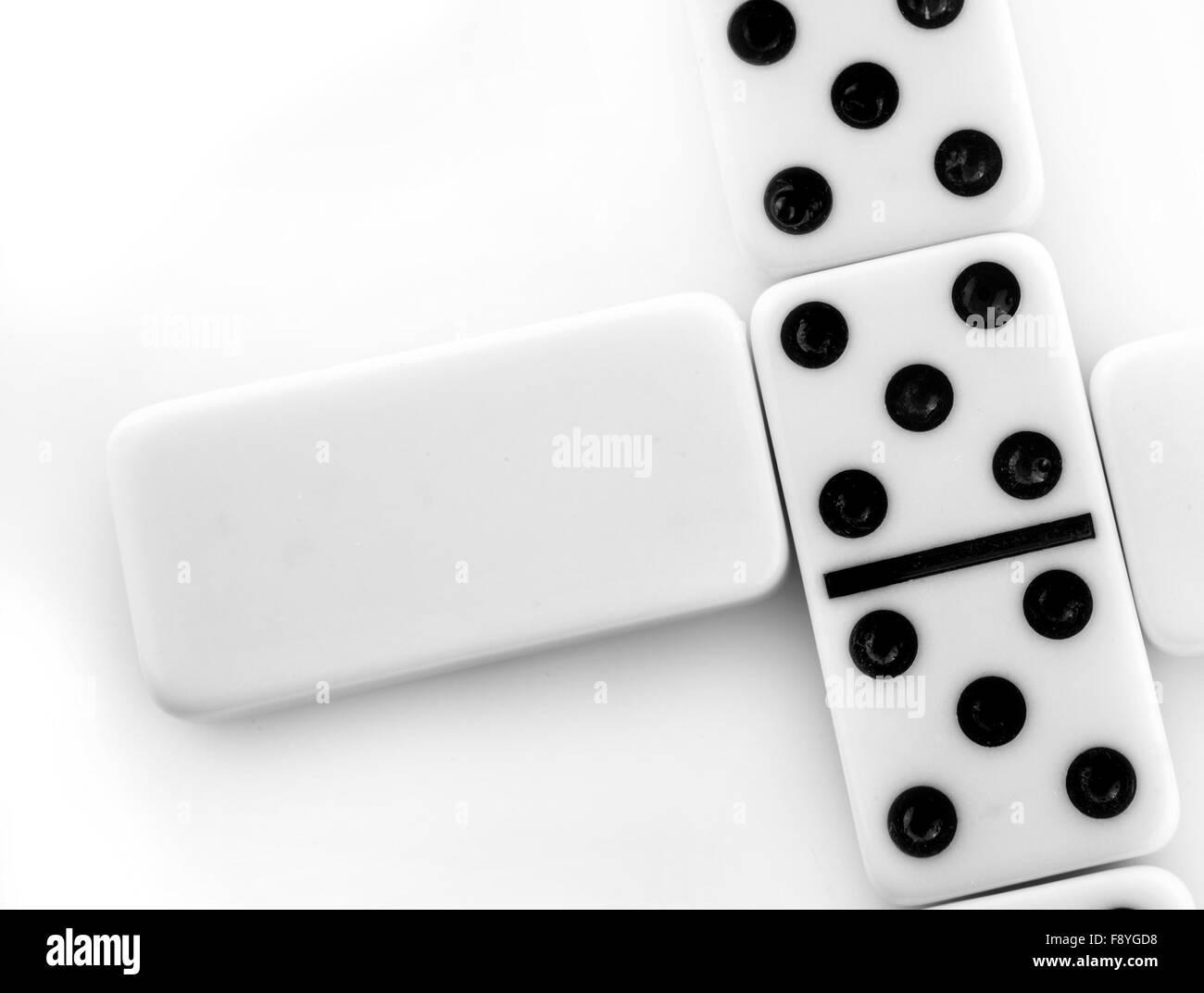 Domino in bianco su sfondo bianco Immagini Stock