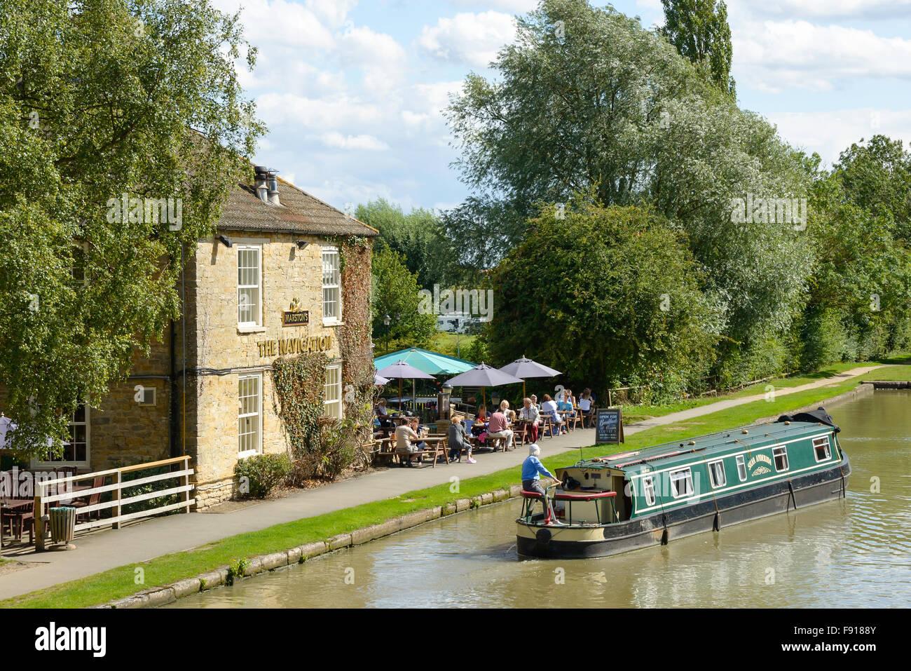 Il Pub di navigazione sul Grand Union Canal, Stoke Bruerne, Northamptonshire, England, Regno Unito Immagini Stock