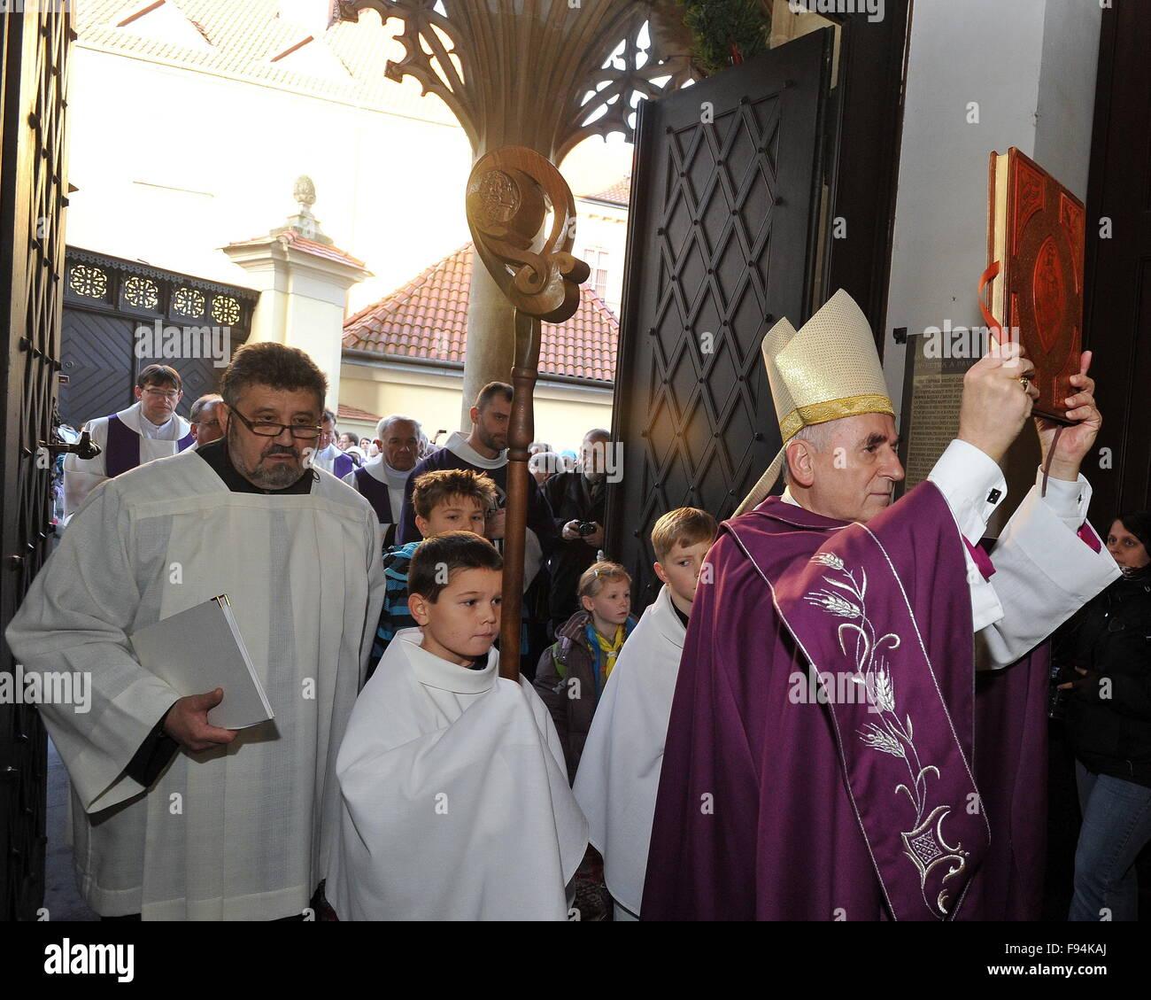 Messa pontificale in occasione dell apertura dell anno di misericordia dichiarata da Papa Francesco e il simbolico Immagini Stock