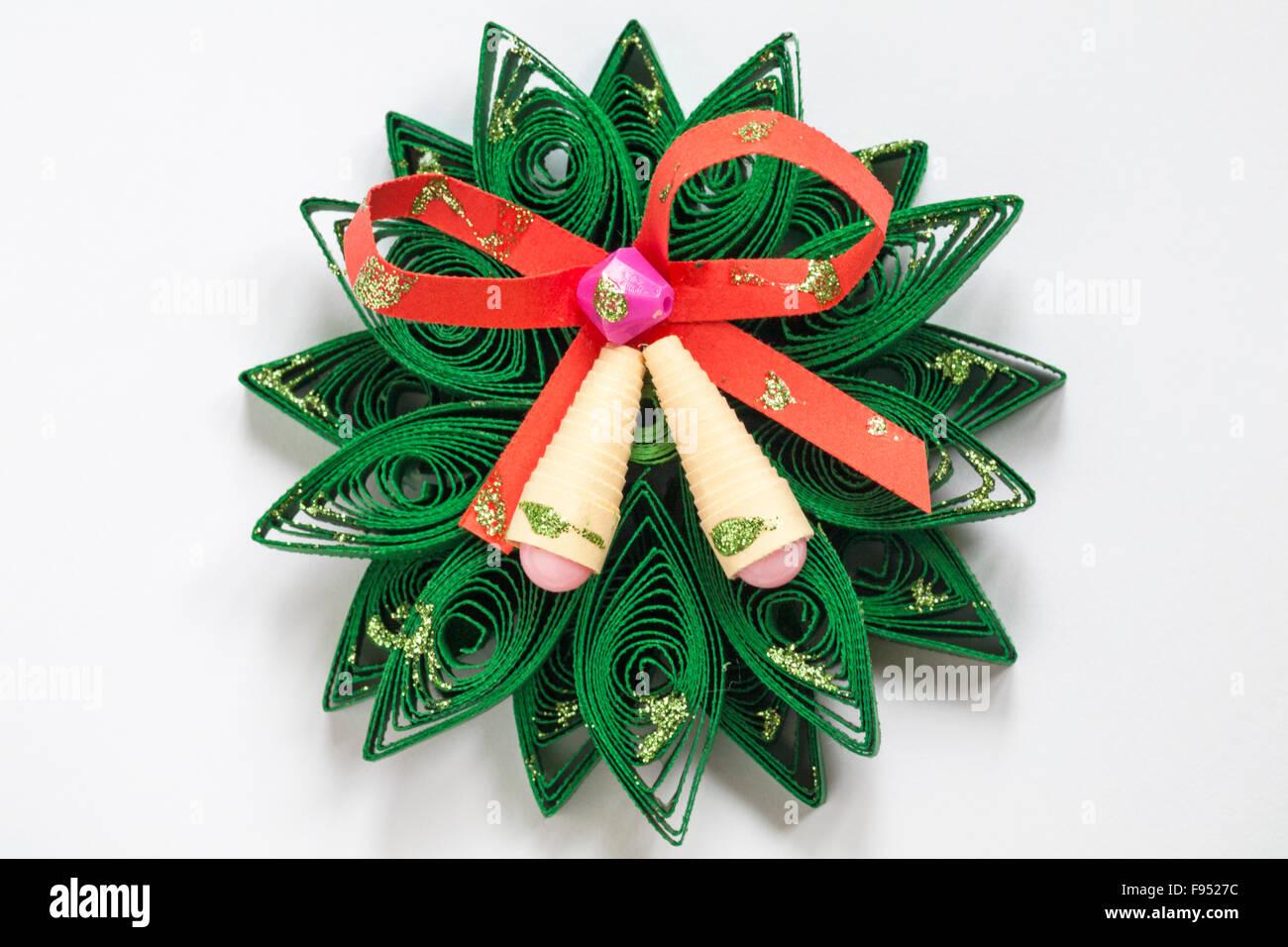 Decorazioni Natalizie Quilling.Carta Quilling Dettaglio Della Ghirlanda Di Natale Con Nastro E