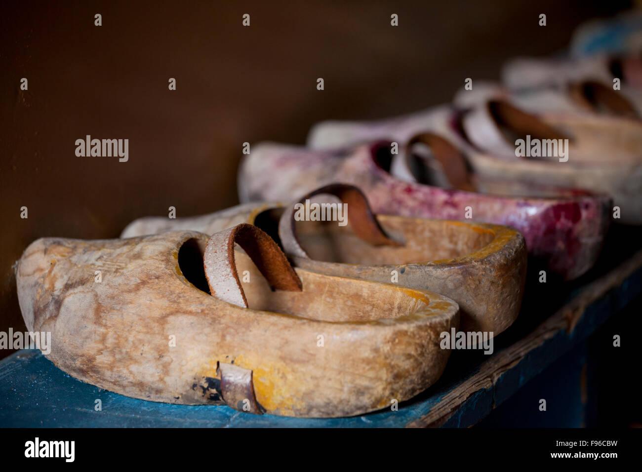 Zoccoli di legno (calzature) Zuidersee Museum, Enkhuizen, North Holland, Paesi Bassi Immagini Stock
