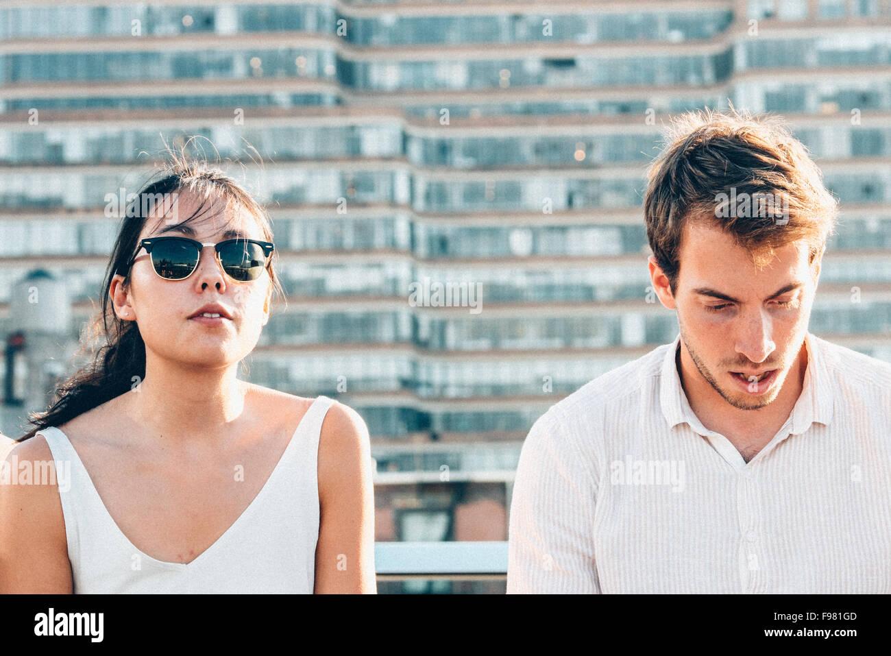 L uomo e la donna in città Immagini Stock