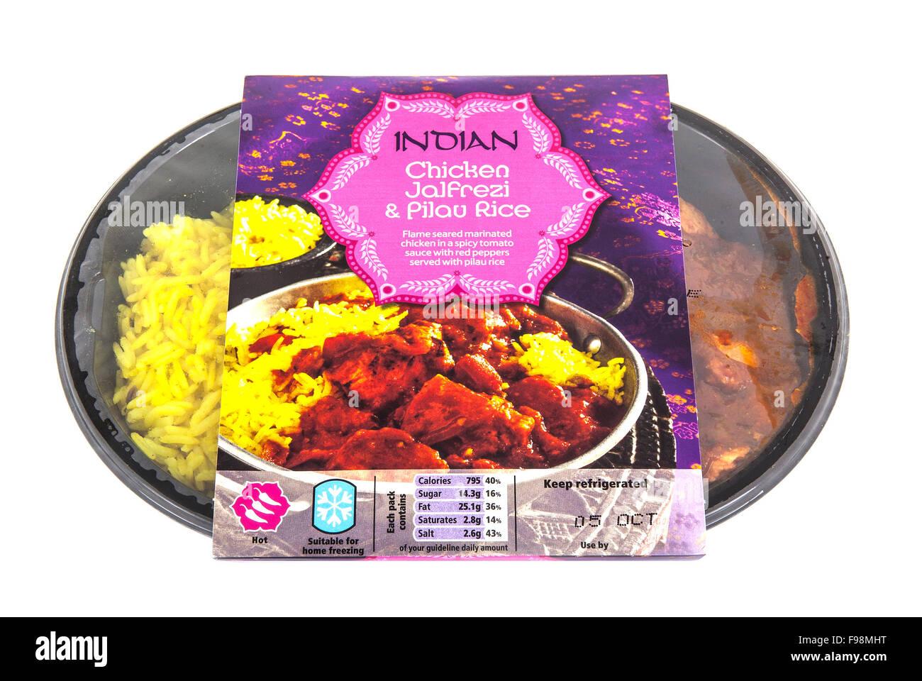 Indian Jalfrazi curry con riso pilaf su sfondo bianco con tutti i loghi e i marchi rimosso Immagini Stock