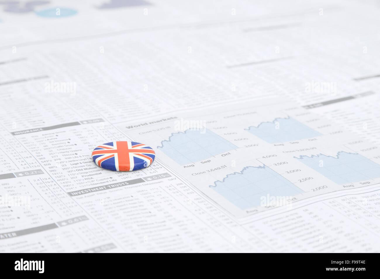 Un badge con la britannica Union Jack Flag design su una carta di notizie  Immagini Stock 3fe5c92a8358