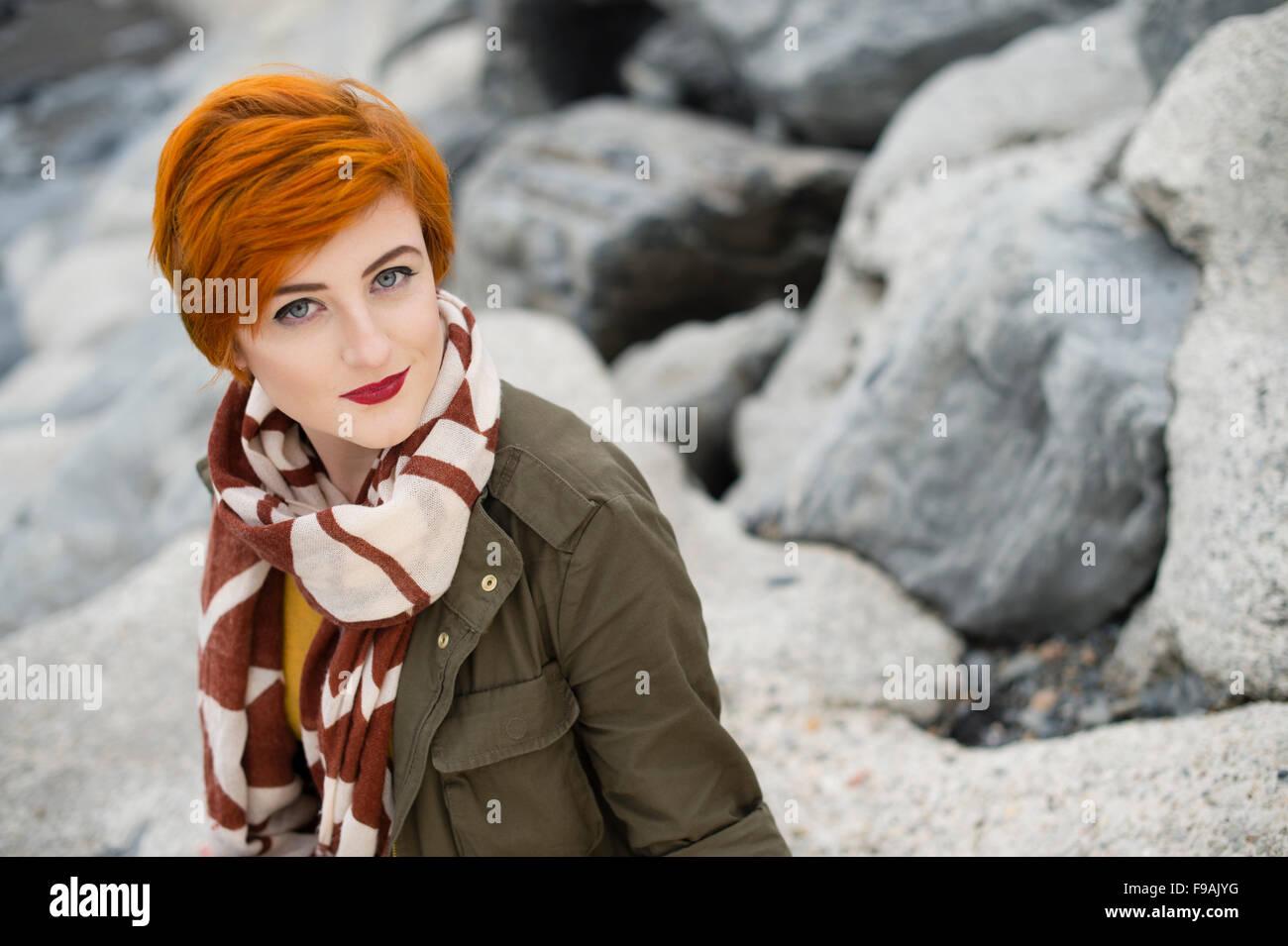 Un singolo solo giovane donna adolescente ragazza con pelle