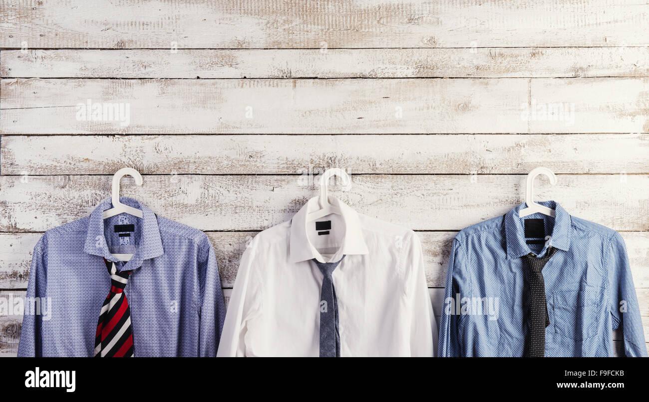 outlet cerca autentico design senza tempo Padri giorno composizione di camicie e cravatte appendere ...