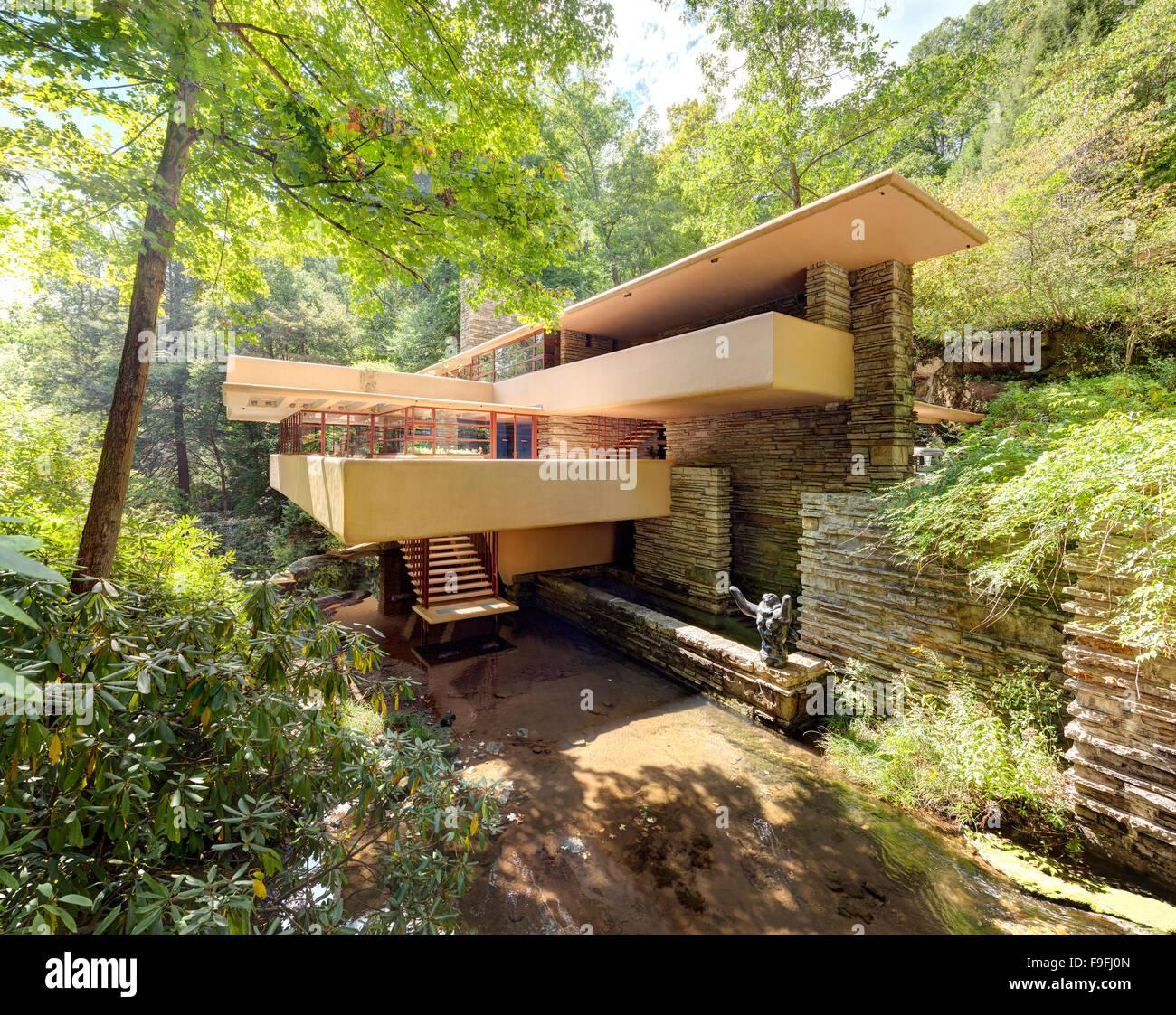 Fallingwater o Kaufmann Residence aka caduta in acqua è una casa da architetto Frank Lloyd Wright. Foto Stock
