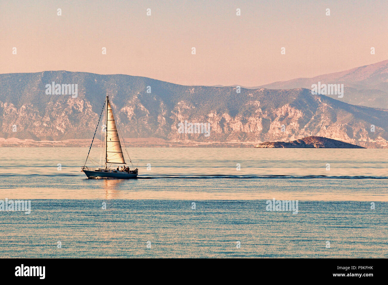 Una imbarcazione a vela in Agistri Island, Grecia Immagini Stock