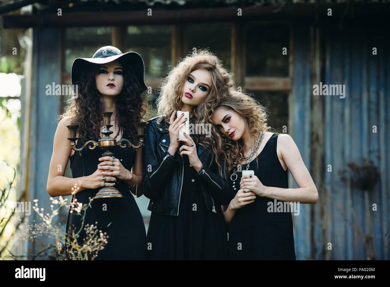 Tre donne vintage come streghe Immagini Stock