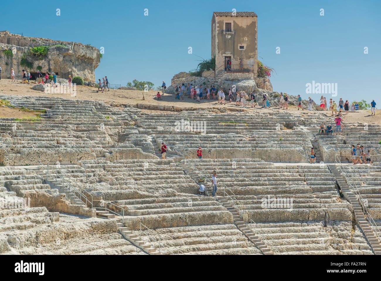 Sicilia teatro greco, vista l'auditorium dell'antico teatro greco nel parco archeologico di Siracusa (Siracusa), Foto Stock