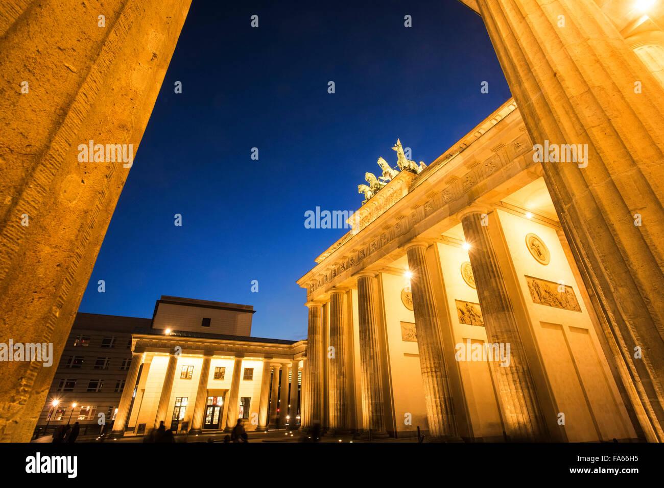 Crepuscolo shot della Porta di Brandeburgo a Berlino Germania Brandenburger Tor Twilight Immagini Stock
