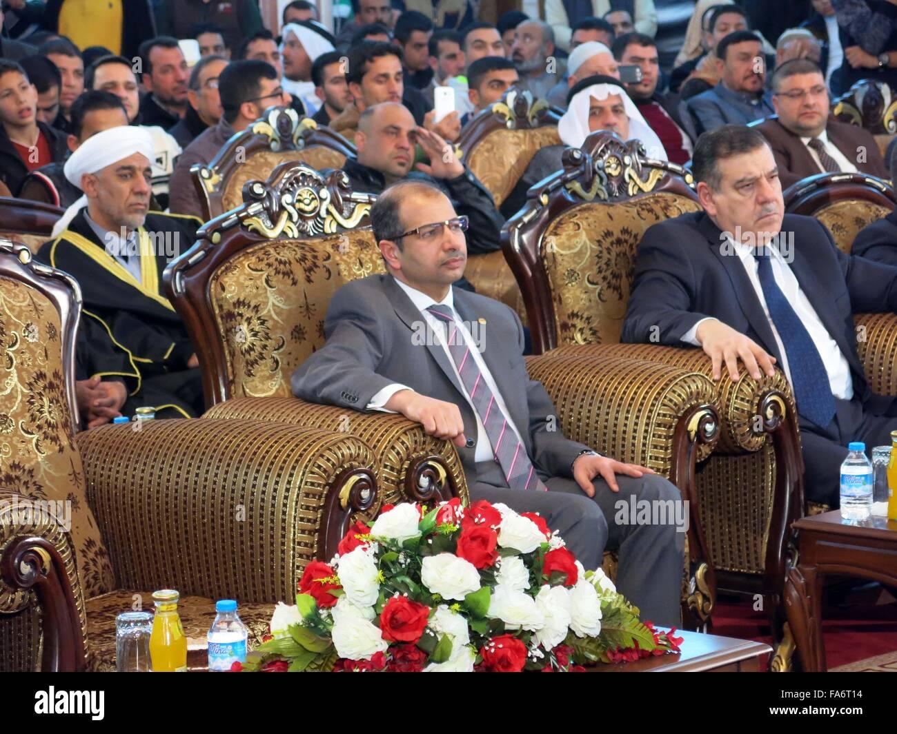 Baghdad. 22 Dic, 2015. Parlamento iracheno Speaker Salim al-Jubouri (C) e gli altri funzionari partecipare alle Immagini Stock