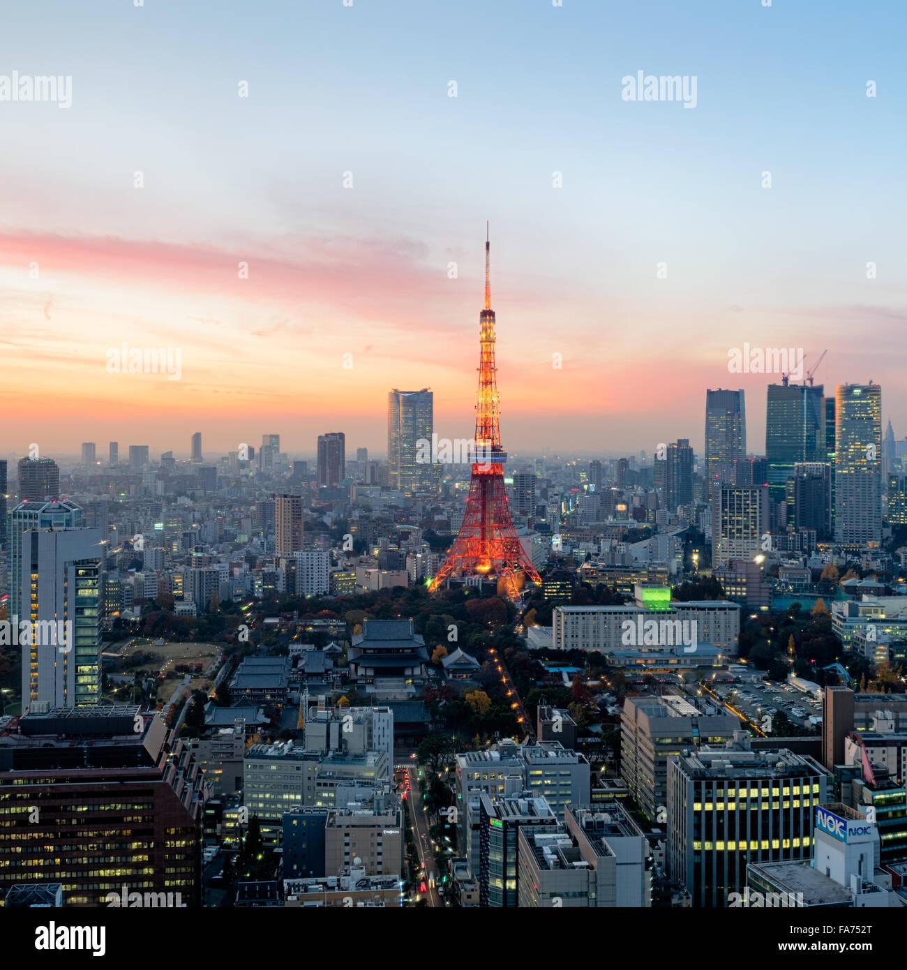 Tokyo, Giappone - Dic 12, 2015: Tramonto su Tokyo. Tokyo è la capitale e la città più grande del Immagini Stock