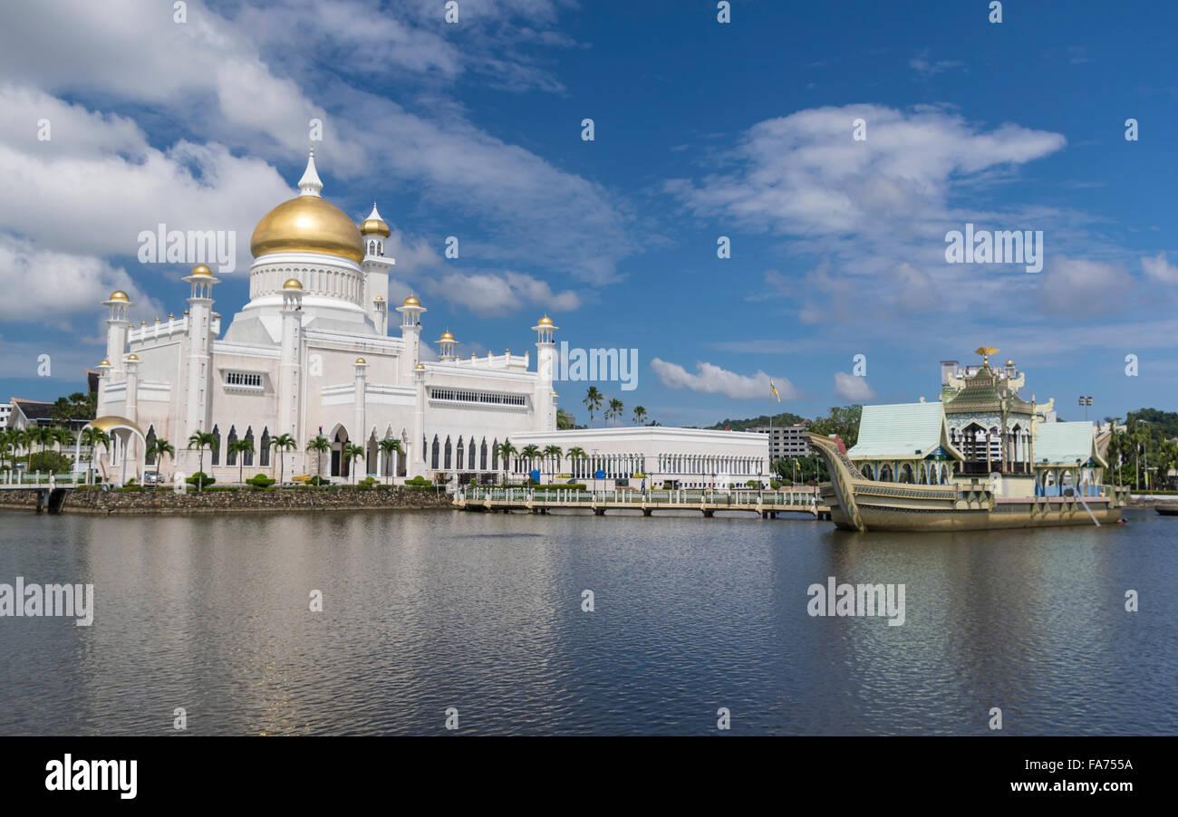"Masjid Omar ""Ali Saifuddien moschea in Bandar Seri Begawan, capitale del sultanato del Brunei Darussalam. Immagini Stock"