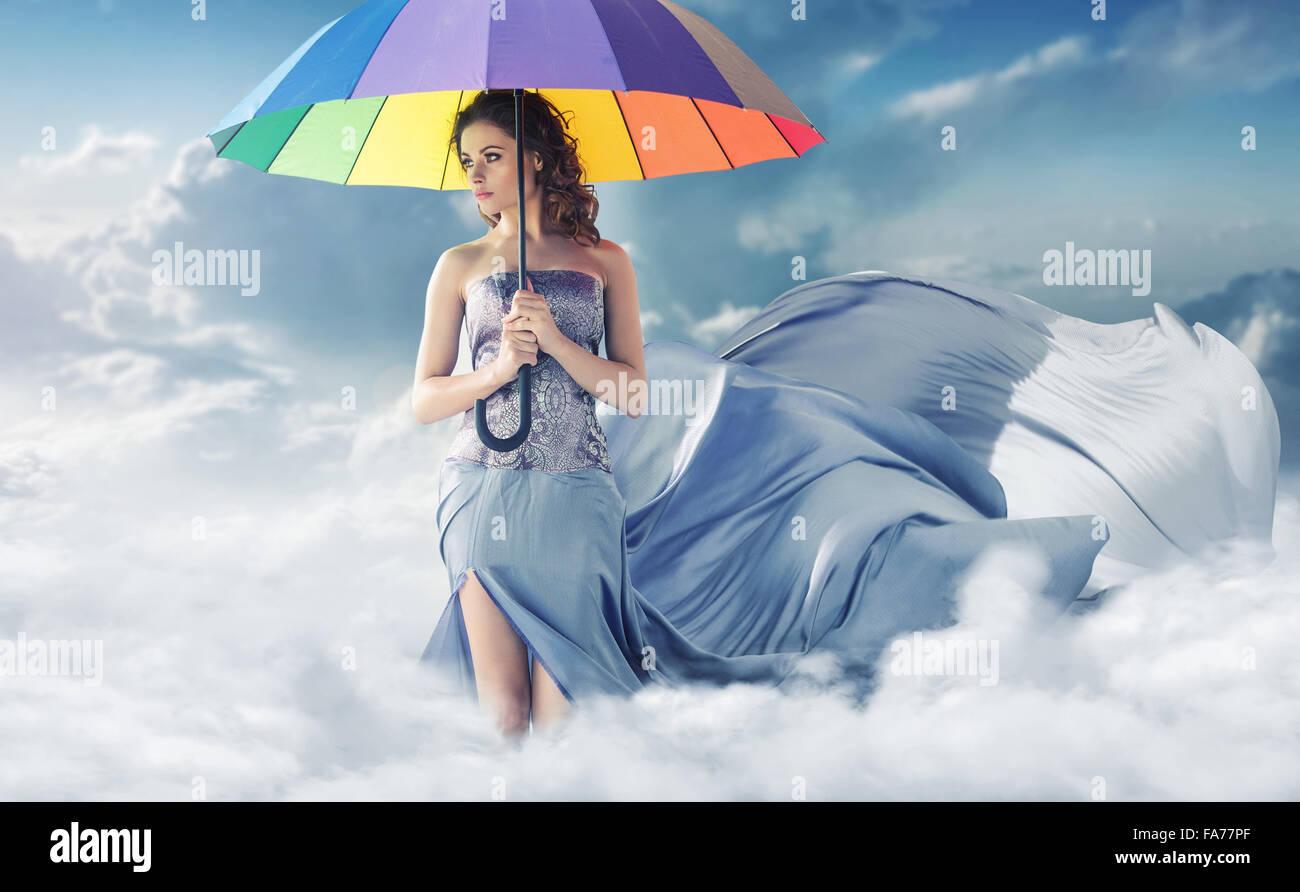Ritratto concettuale della signora nel cielo Immagini Stock