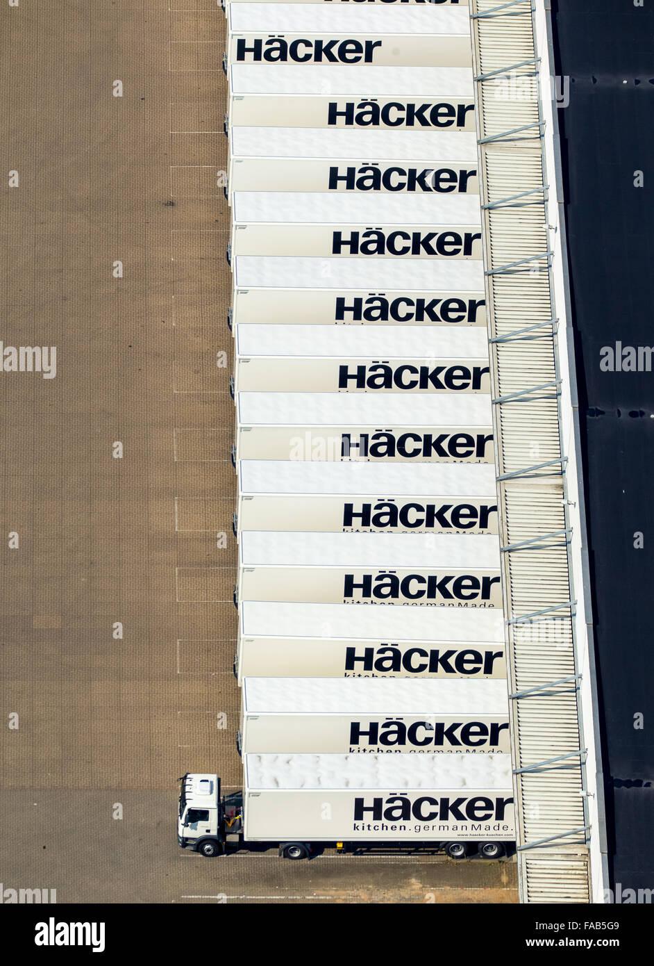 Vista aerea, East Westfalia fabbrica mobili hacker con numerosi estradizione autocarri e semirimorchi rimorchi, Immagini Stock