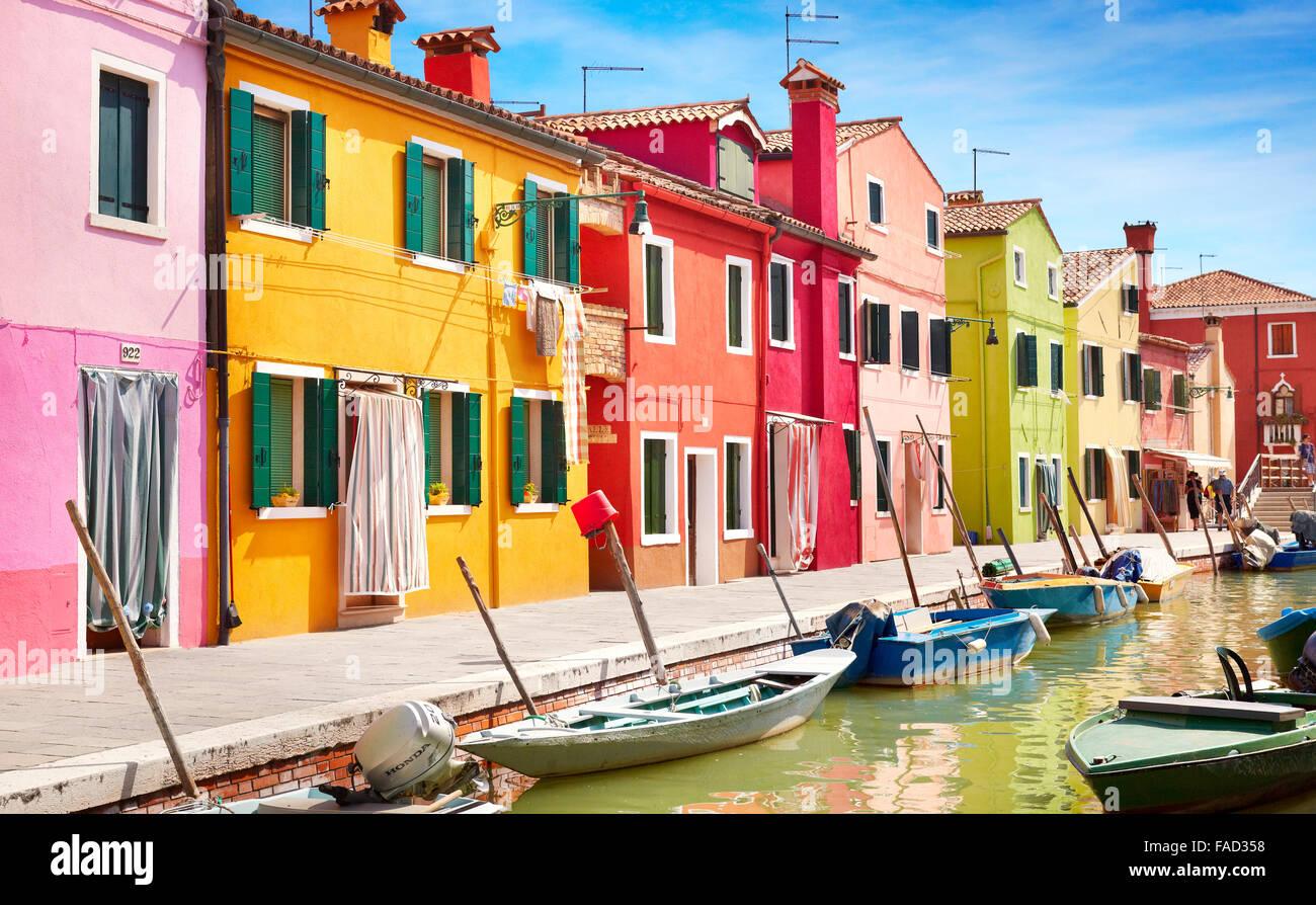 Case colorate - Isola di Burano vicino a Venezia, Italia Immagini Stock