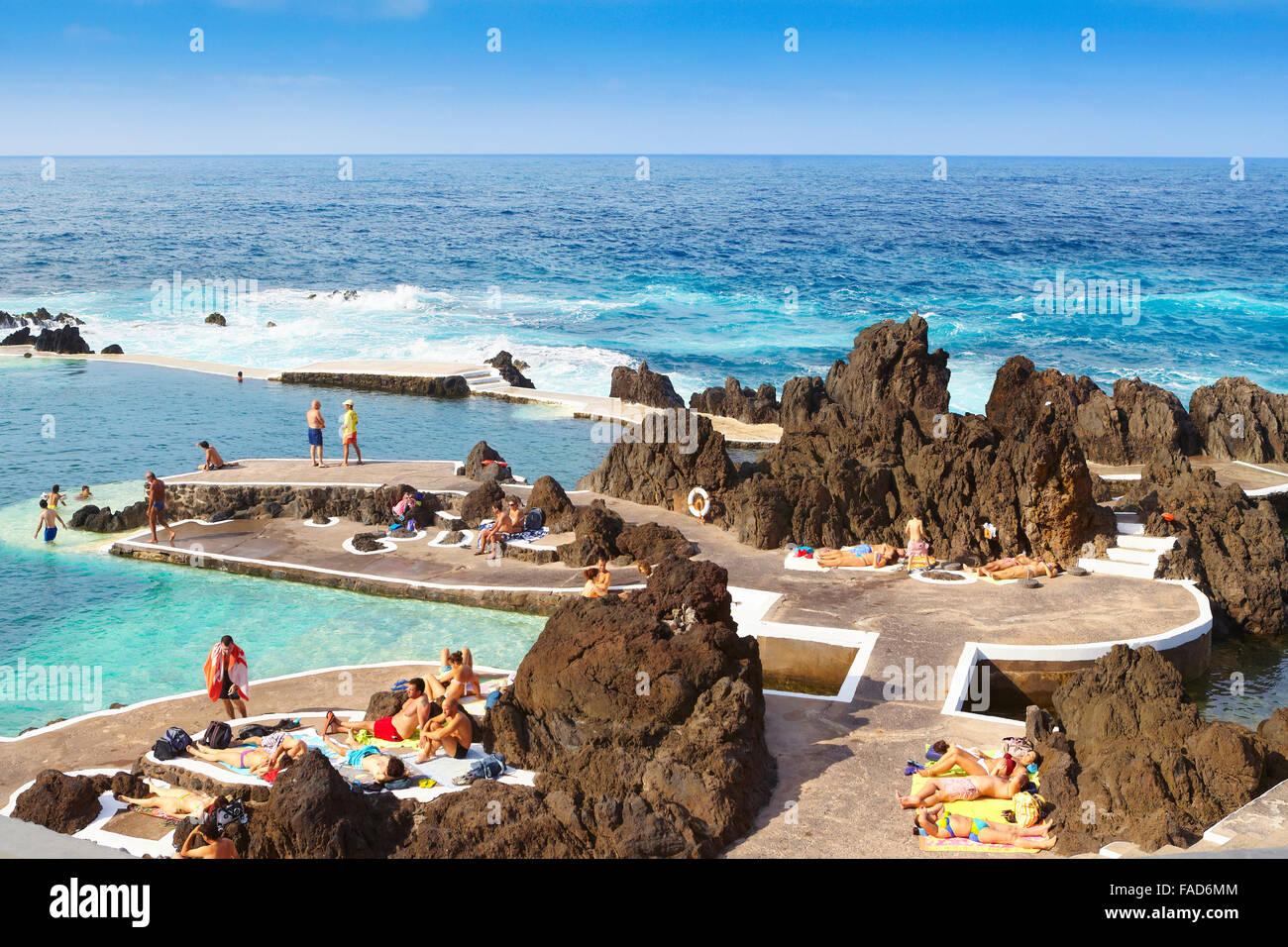Piscina con acqua di mare, Porto Moniz, Isola di Madeira, Portogallo Immagini Stock