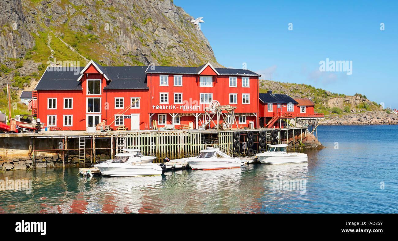 Tradizionale in rosso case dipinte, Isole Lofoten in Norvegia Immagini Stock