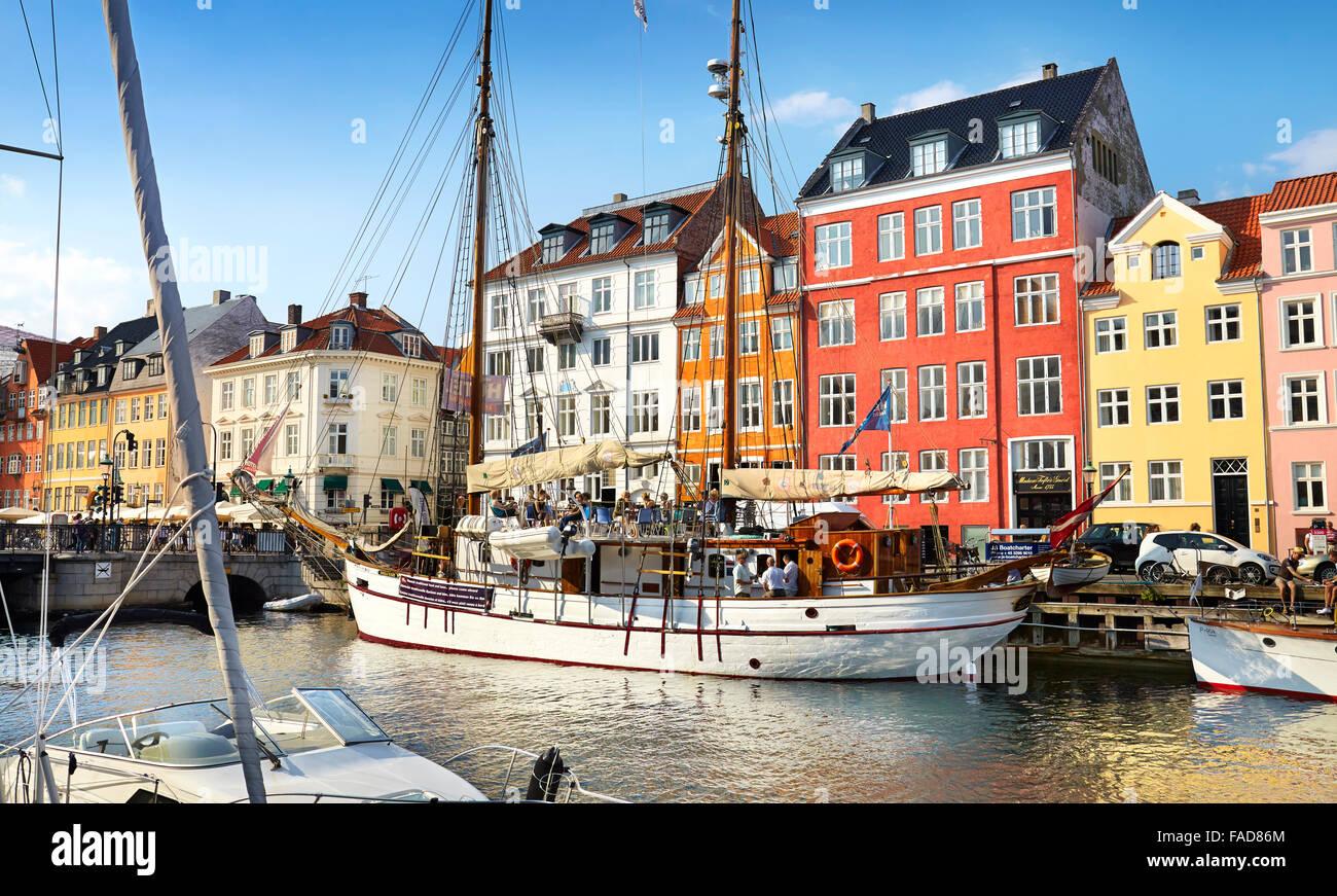 Copenhagen Città vecchia, Danimarca - le navi ormeggiate nel canale Nyhavn Immagini Stock