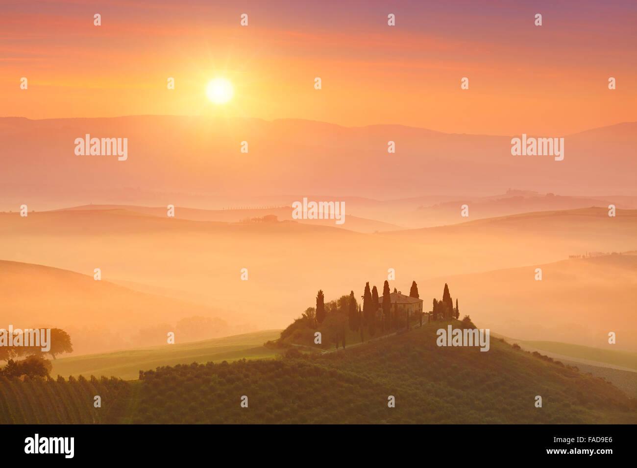 Paesaggi della Toscana sunrise, Val d'orcia, Italia Immagini Stock