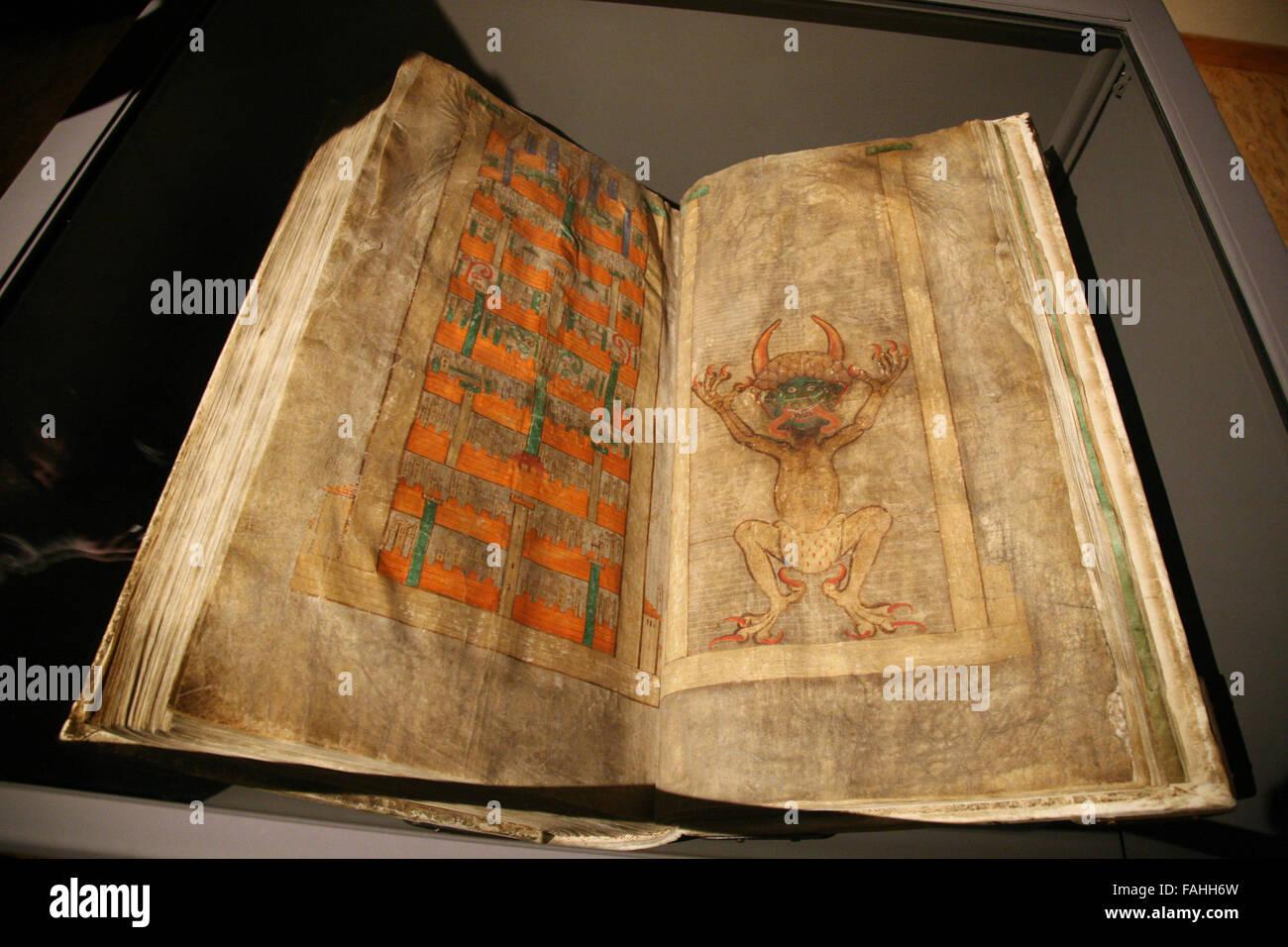 Il più grande manoscritto medievale nel mondo conosciuto come il Codex Gigas o anche come il Diavolo della Immagini Stock