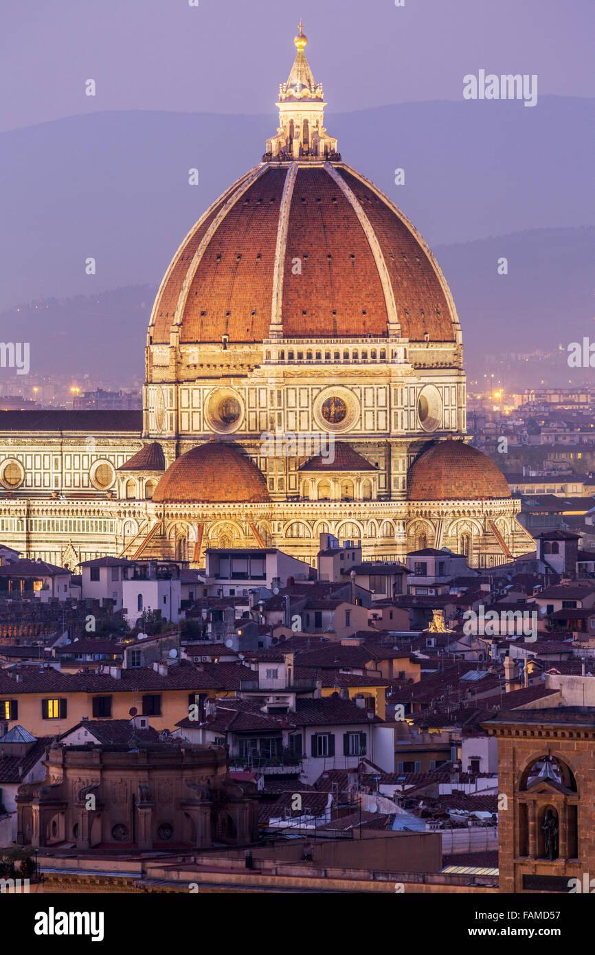 Il Duomo di Firenze, centro storico al tramonto, Firenze, Toscana, Italia Immagini Stock