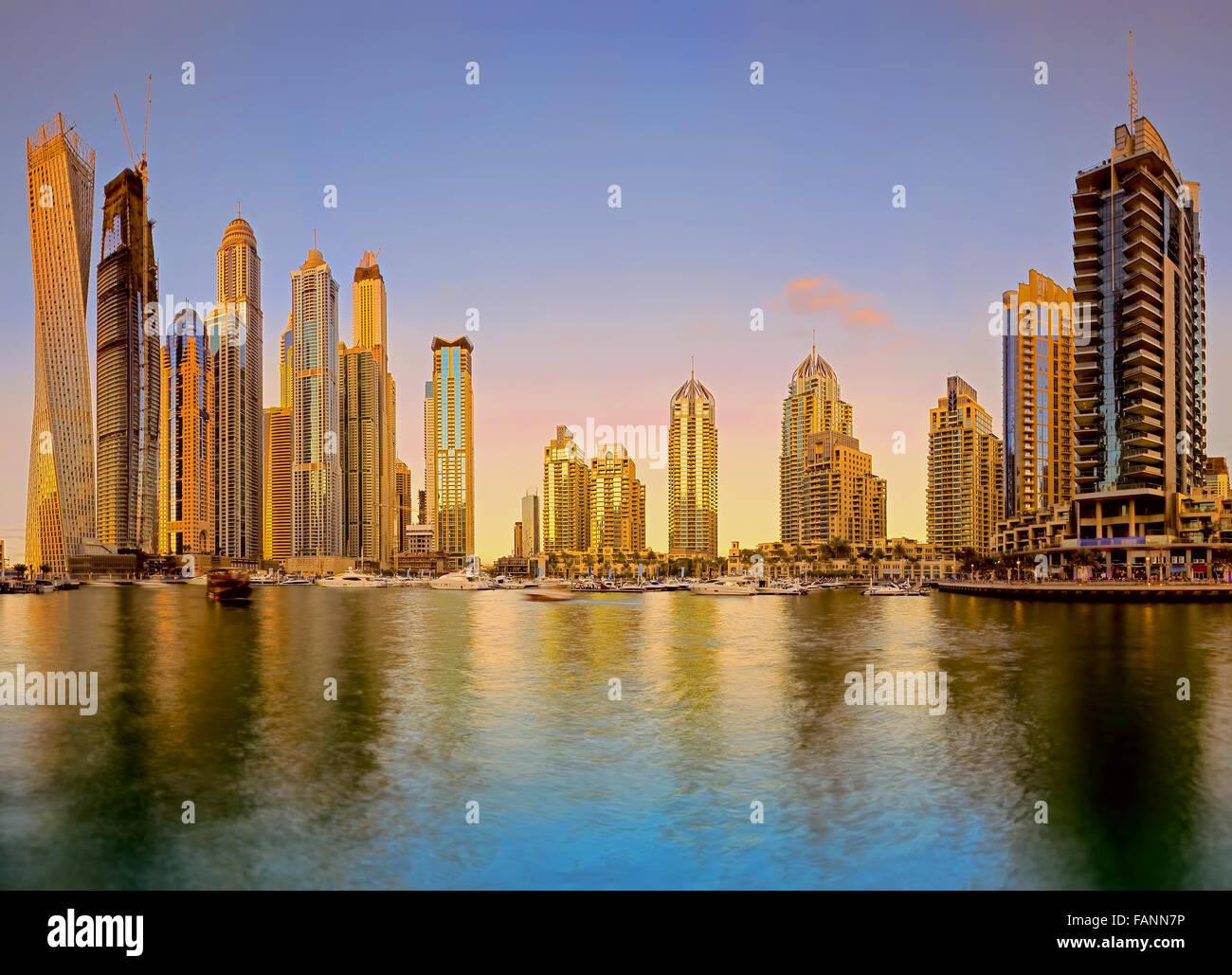 Skyline tramonto foto scattata a Dubai Marina Immagini Stock