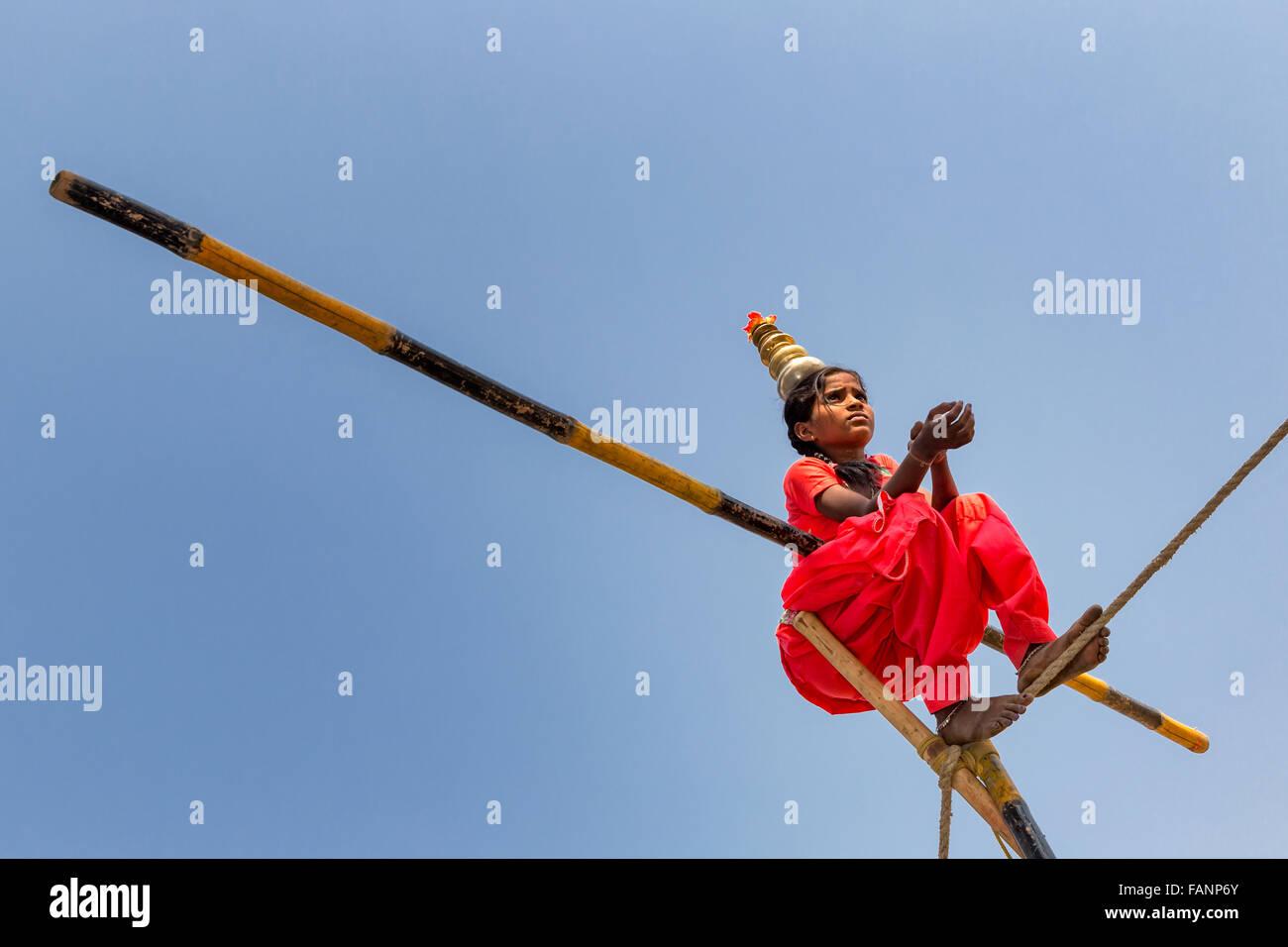 Bambino corda walker, Pushkar, Rajasthan, India Immagini Stock