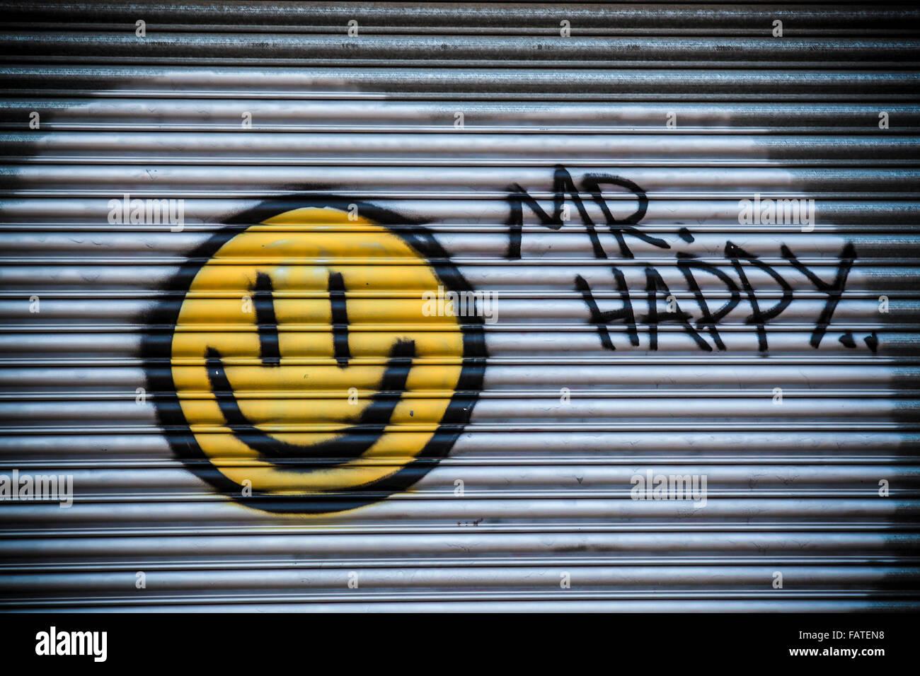 Signor felice Graffiti su una porta di garage in Swindon Immagini Stock