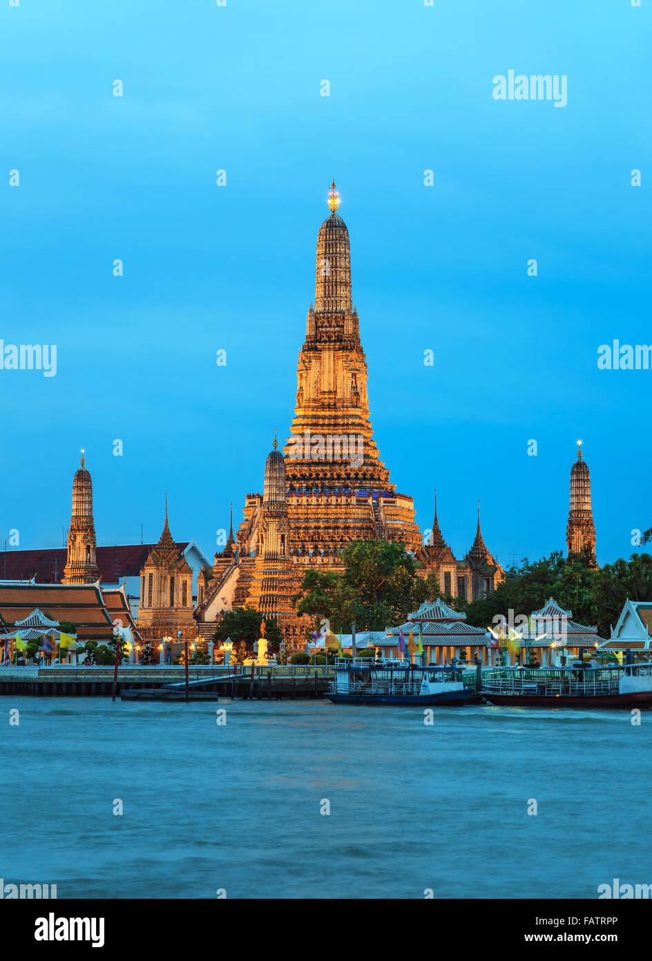 Il Wat Arun tempio e il fiume Chao Phraya, Bangkok, Thailandia Immagini Stock