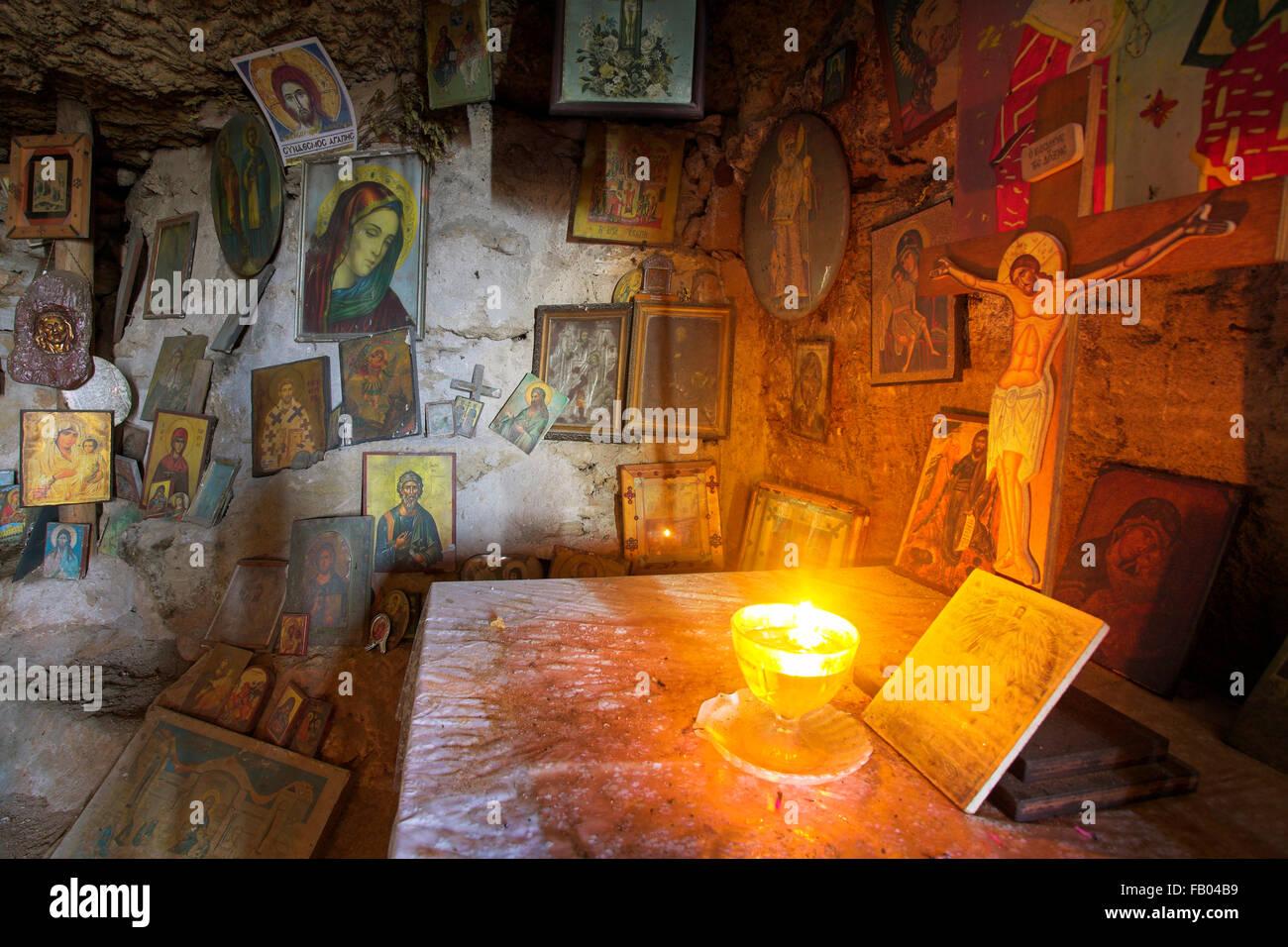 Altare nella grotta, l' Isola di Rodi, Grecia, DODECANNESO Immagini Stock
