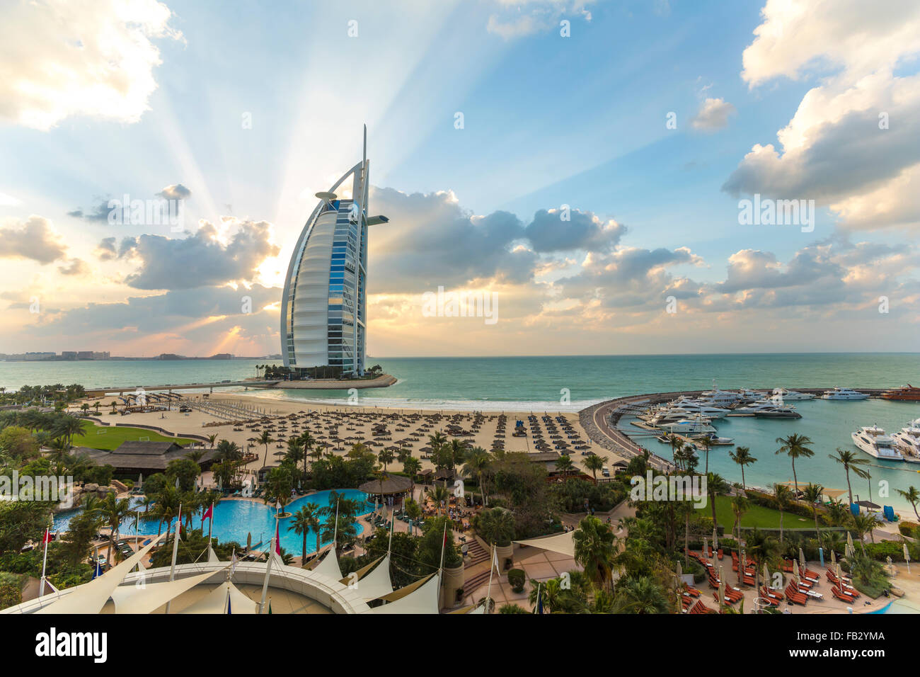 Jumeirah Beach, il Burj Al Arab Hotel, Dubai, Emirati Arabi Uniti, Medio Oriente Immagini Stock