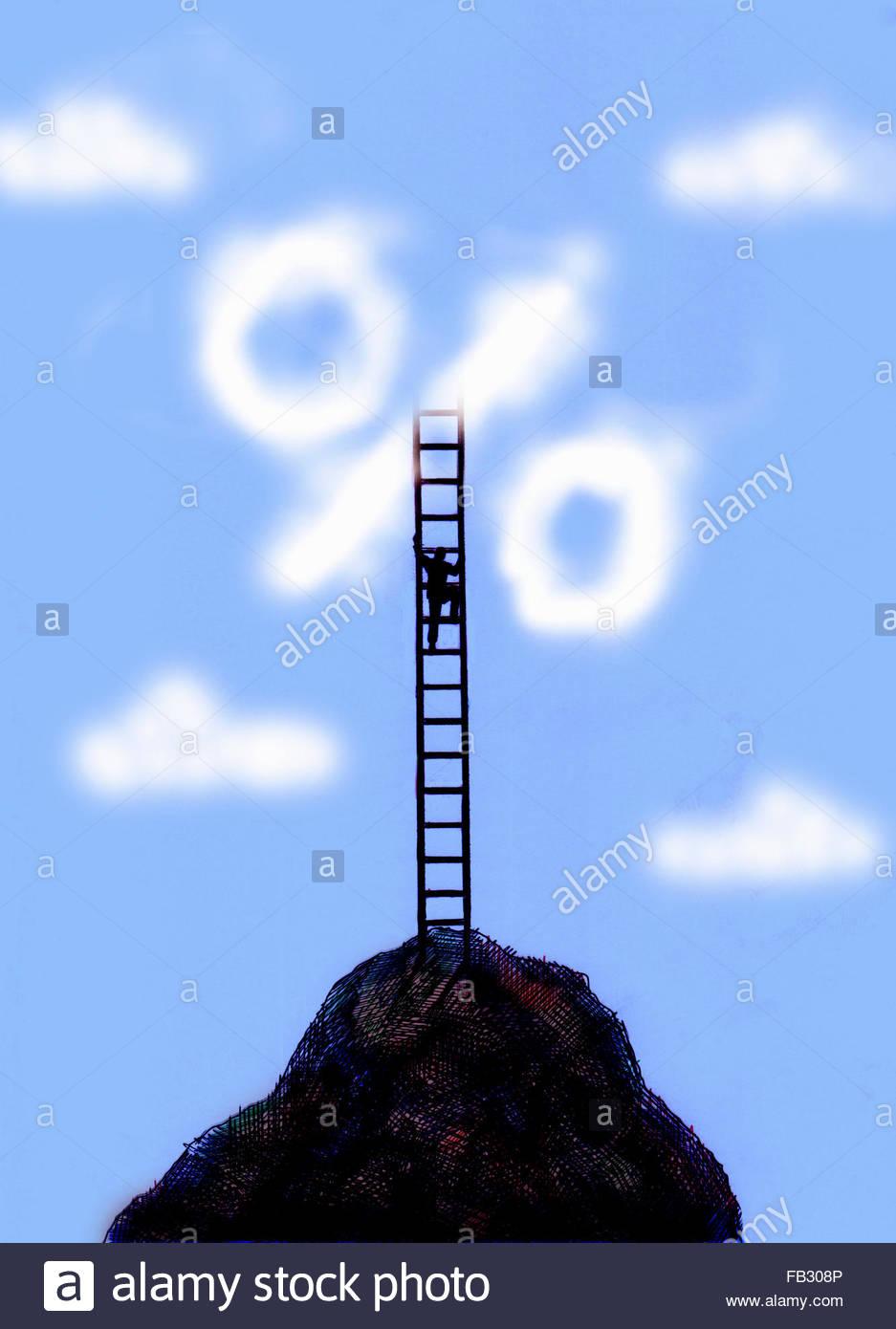 Uomo scaletta di arrampicata sulla cima della montagna a segno di percentuale di cloud Immagini Stock