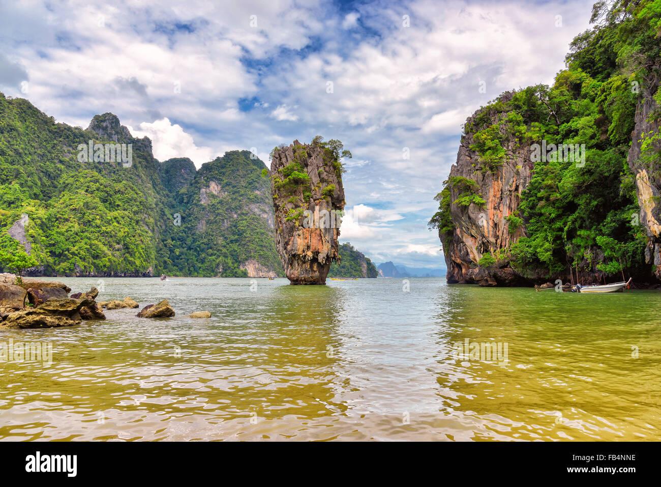 Vista della bella isola tropicale in ambiente estivo Immagini Stock