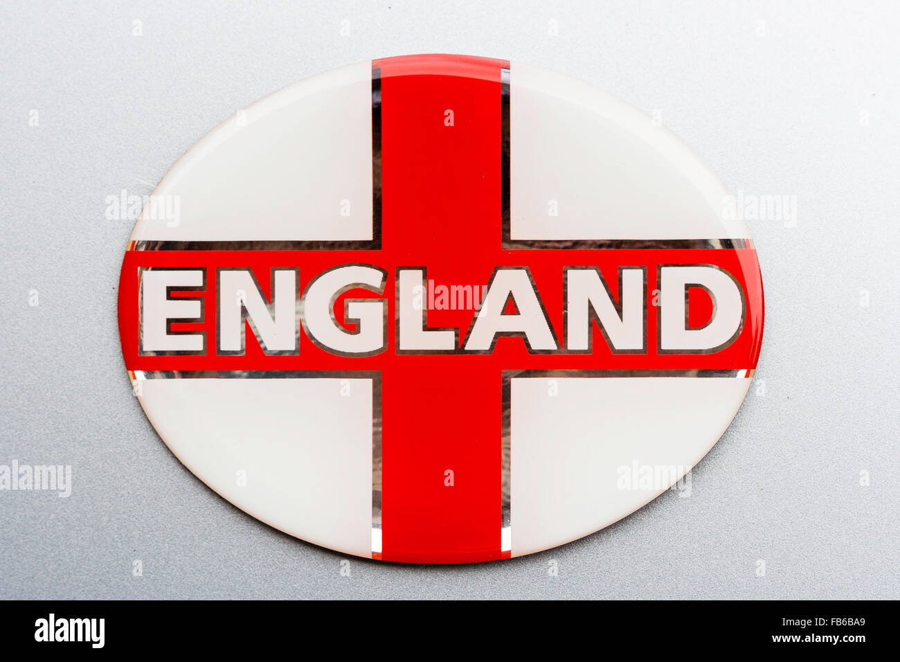 Badge Bianco Con Bandiera Inglese St George La Croce Rossa E La