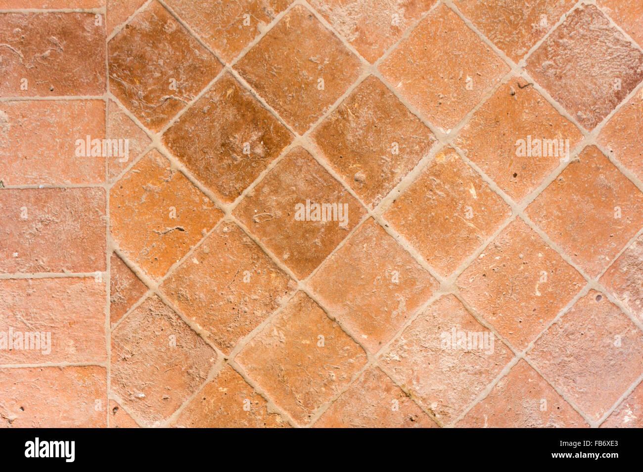 La texture del pavimento in piastrelle di terracotta foto