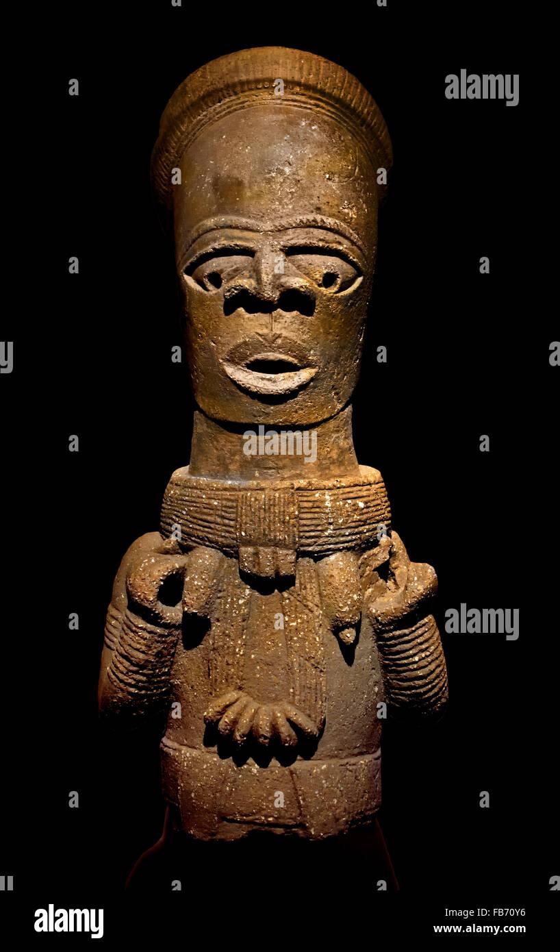 Busto di donna sacerdotessa nobiltà o antenato divino del V secolo Nok Nigeria Africa Terracotta africana Immagini Stock
