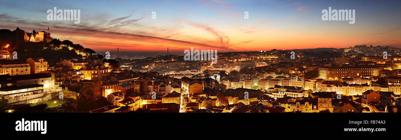 Antenna vista panoramica di Lisbona alla bella twilight. Portogallo Immagini Stock