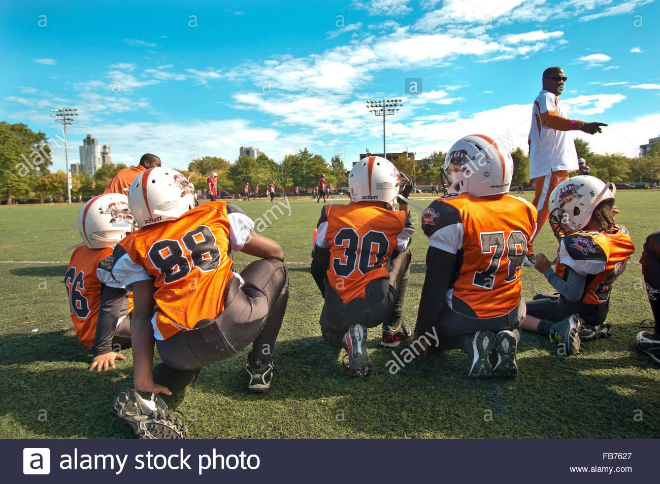 NEW YORK: un american football match su un soleggiato Satday in Mc Carren Park Brooklyn Immagini Stock
