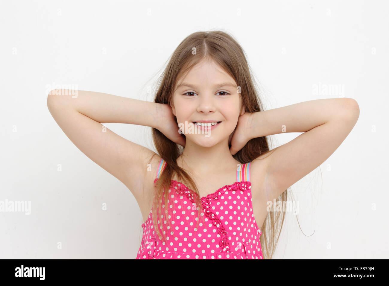 Sorridente bambina in estate abito di Sun Immagini Stock