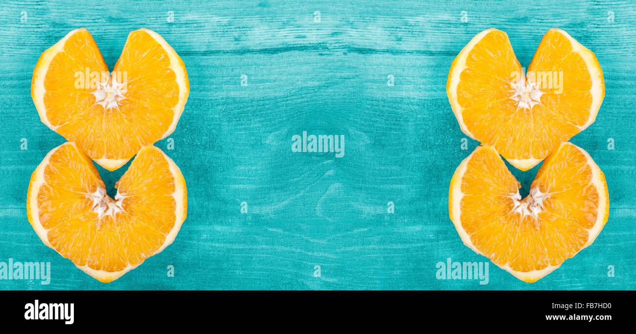 Sfondo con forma di cuore fettine di arancia, lo spazio per il testo. Immagini Stock
