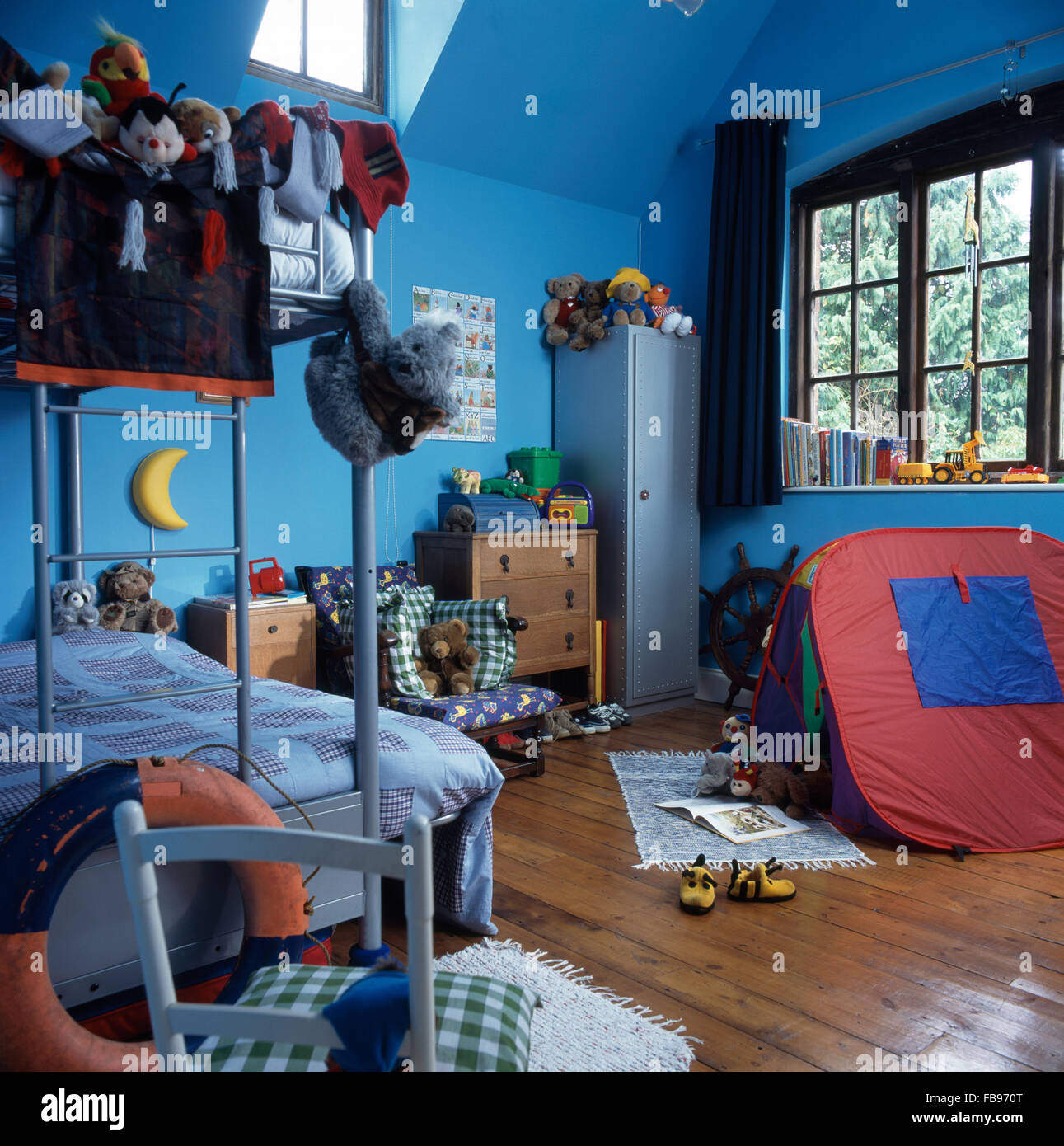 Tenda Letto A Castello.Gioco Colorato In Tenda Per Bambini Degli Anni Novanta Blu Camera Da