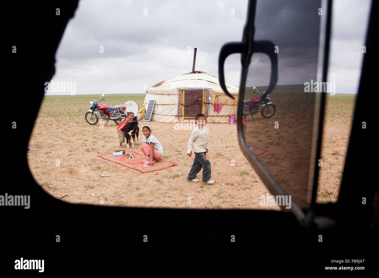 Una famiglia nomade camp nel Deserto del Gobi, Mongolia. Immagini Stock