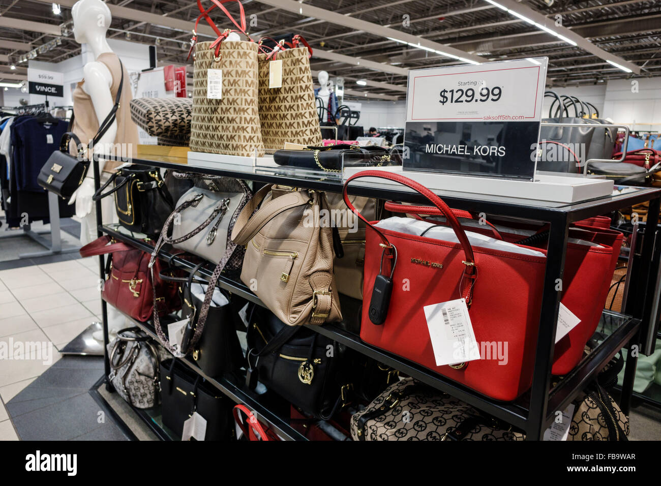 Florida Ellenton Premium Outlets Off 5 sacchi Fifth Avenue outlet shopping  all interno di moda 2c4137f9d2f