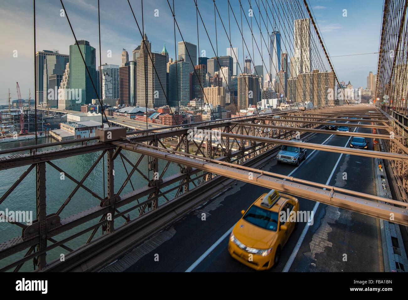 Ponte di Brooklyn con la parte inferiore di Manhattan skyline dietro, New York, Stati Uniti d'America Immagini Stock