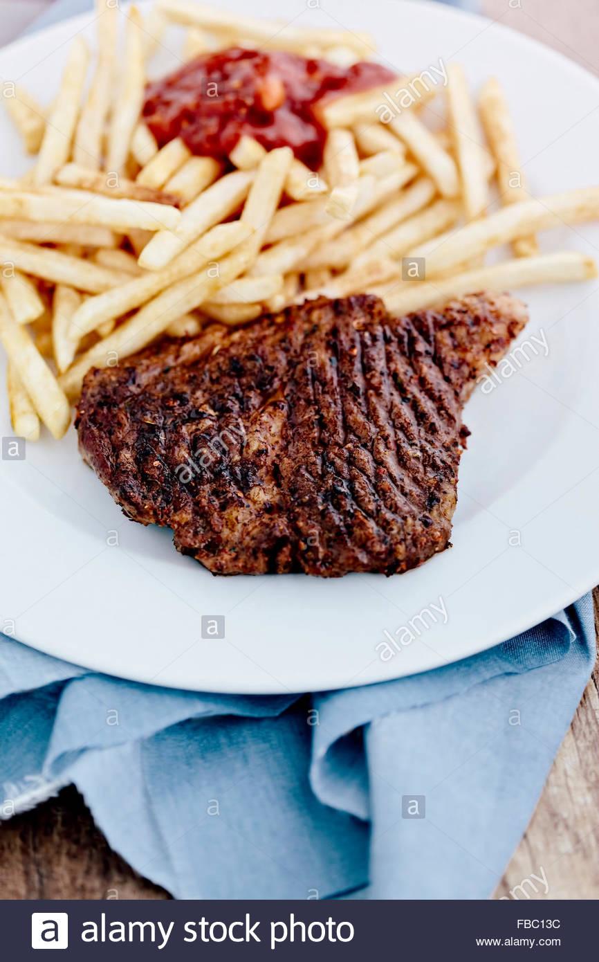 Patate fritte con bistecca Immagini Stock