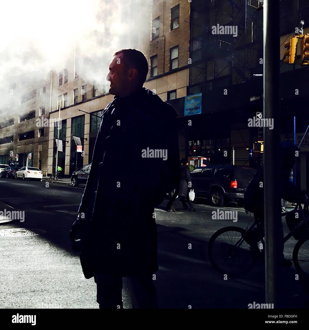 Uomo In strada Immagini Stock